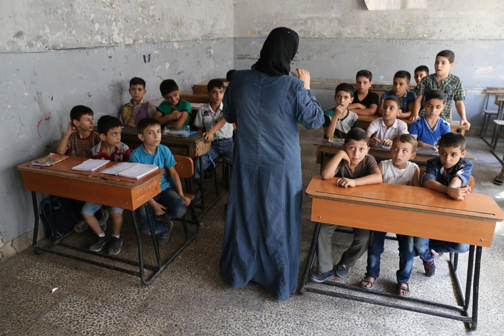 A third grade class studies in Aleppo. Photo: Syria Deeply/Tamer Osman